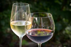 white-wine-848268_300x199